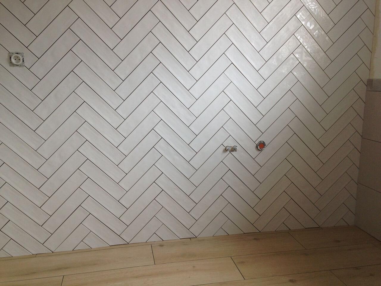 Pose chevron diagonale murale, carreaux de 7,5x22